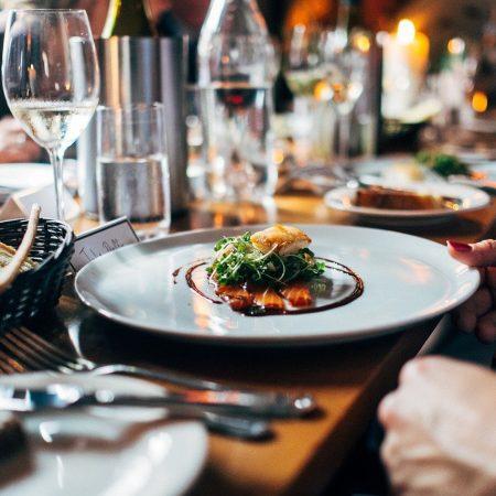 Blåvittspelare gick ut åt middag under Corona – Fansen rasar
